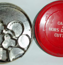 8 cortadores para canapés + lata