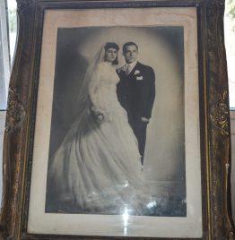 foto antigua con marco francés pequeño detalle en vértice 60x45